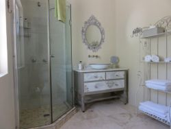 Bathroom of the Dolce Room
