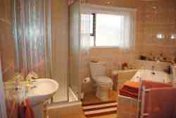Sea facing double room bathroom in passage