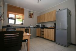 Fully equipped Kitchen with Dining Room Table/Chairs