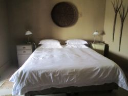 Comfortable rooms all en suite, stylishly furnished with rural antiques. Wifi, DSTV, air conditioned, fridge, own patio.