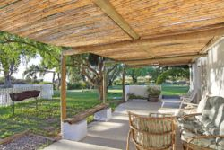 The Pool House patio provides the guests with a lovely shaded area with dining and lounge facilities and a perfect place to braai. The views are magnificent as you look out over the gardens, fields and Velorenvlei lagoon.