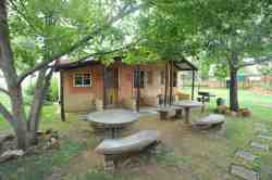 Lovely chalet with lovely braai facilities.