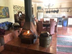 Protea Cottage lounge & dining area