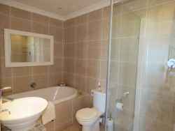Bathroom - Bath & Shower En suite