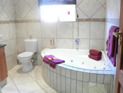 LUXURY ROOM EN-SUITE BATHROOM -spa bath & shower