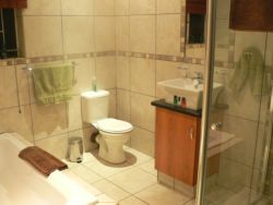 BUDET ROOM 3 EN-SUIT BATHROOM - full bathroom
