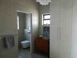 Main en-suite with separate loo