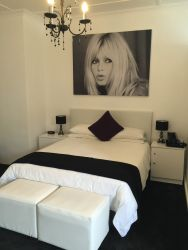 Brigitte Bardot Room - Deluxe - Queen size bed.