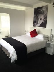 Judy Garland Room - Deluxe - Queen size bed.