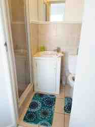 Bathroom en suite with a shower, basin and toilet