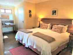 The Paddocks@Kuilfontein - luxury self-catering unit 1 twin en suite bedroom