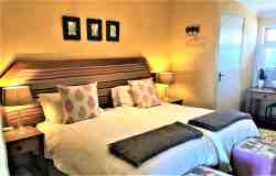 The Paddocks@Kuilfontein - luxury self-catering unit 2 twin en suite bedroom