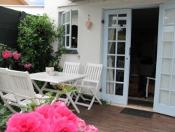 Rose Cottage, (34sqm) with single bedroom and en-suite shower. Small BBQ area at the front. Playground and pool at the back