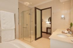 Luxury Double Suite Bathroom