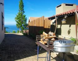 Sea view from the parking area and braai area