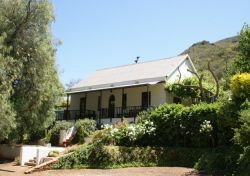 Tierhoek House & Lucky Bean Cottage