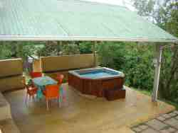 The Good Friends and Family Log Cabin's Jacuzzi and braai area