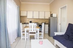 Fully equipped self catering unit. (Deluxe Cottage)