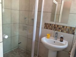 Waenhuis:  Room with Queen size bed ensuite: R600 per night