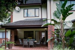 Welcome to Villa Strelitzia - luxury holiday villa in Selborne Golf Estate