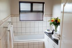 En-suite bathroom with bath tub and complimentary toiletries