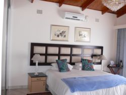 Sea Spray luxury bedroom with king size or twin beds. Large covered patio overlooking pool