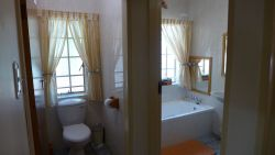 5 Bathrooms (3 en-suite)