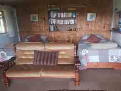 Peach Open plan lounge 2 x single beds